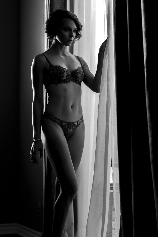 Her erotic boudoir photo session
